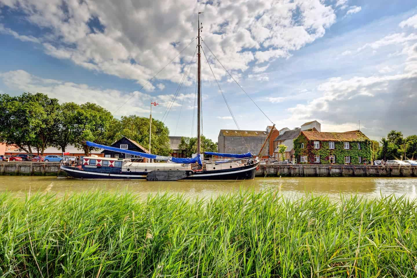 Dog-Friendly Travel Awards 2018 - Woodfarm Barges 2